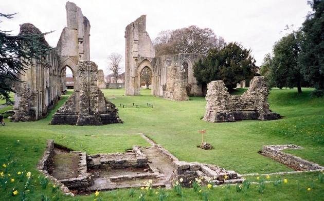 rovine-abbazia-glastonbury.jpg