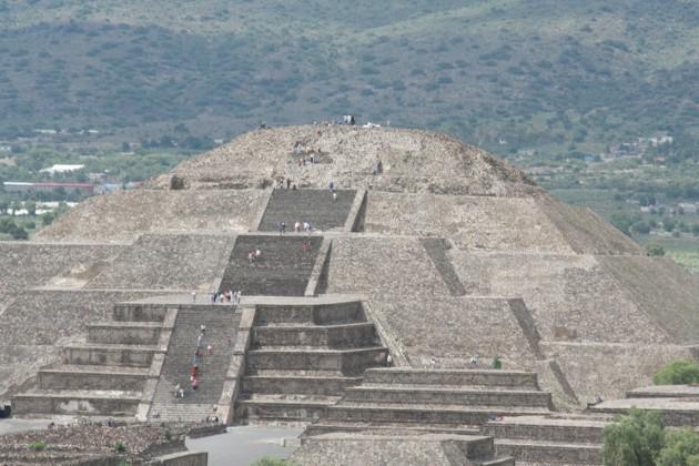 06-piramide-della-luna.JPG