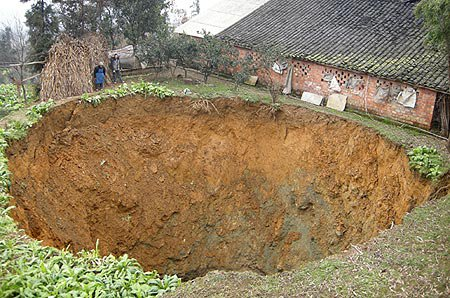 Anomalie geologiche voragine di 60 metri appare in svezia il misterioso fenomeno dei - Enorme terras ...
